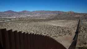 Vista de la sección del muro ya construido a la altura de Ciudad Juárez