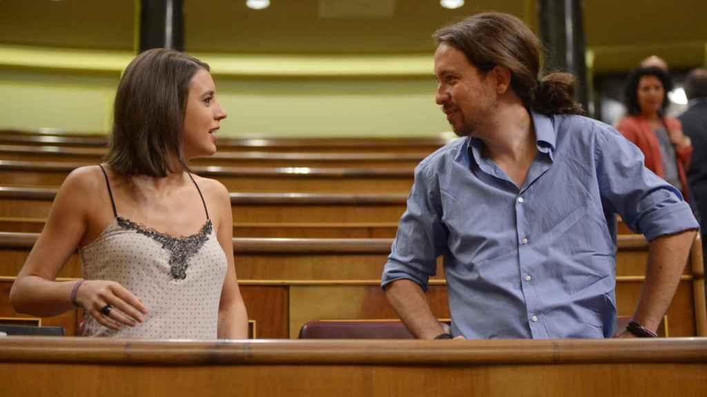 Irene Montero y Pablo Iglesias en el Congreso de los Diputados este verano.