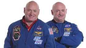 Los hermanos Kelly, antes de que el espacio los separara.