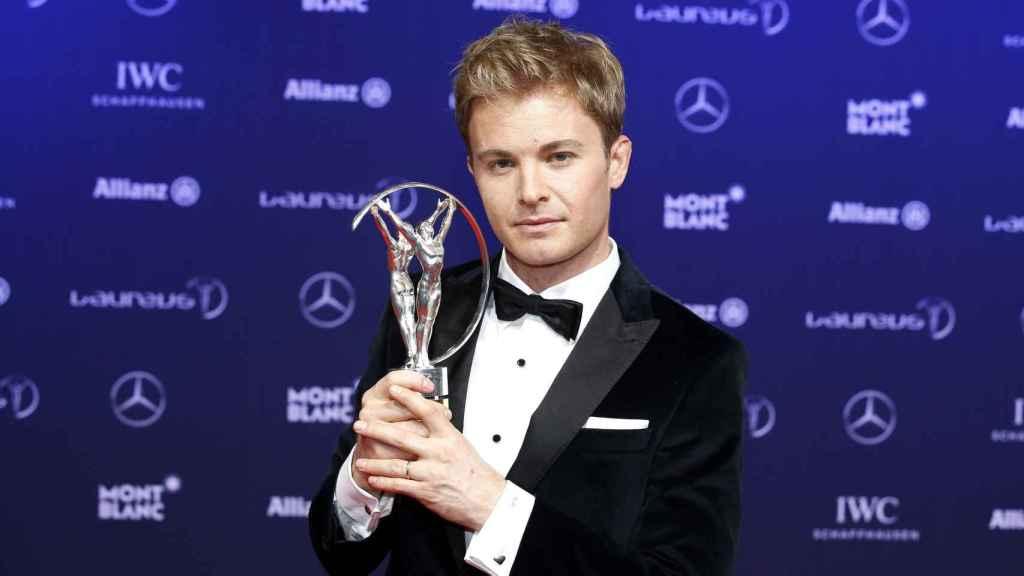 El piloto alemán de Fórmula 1 Nico Rosberg recibió el premio a deportista revelación de la temporada