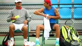 De izquierda a derecha: Toni Nadal y Rafa Nadal durante los Juegos Olímpicos de Río.