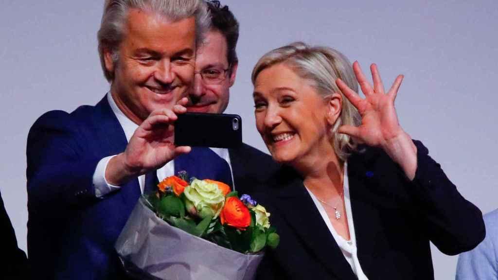 Wilders y Le Pen durante la cumbre de líderes populistas en Coblenza