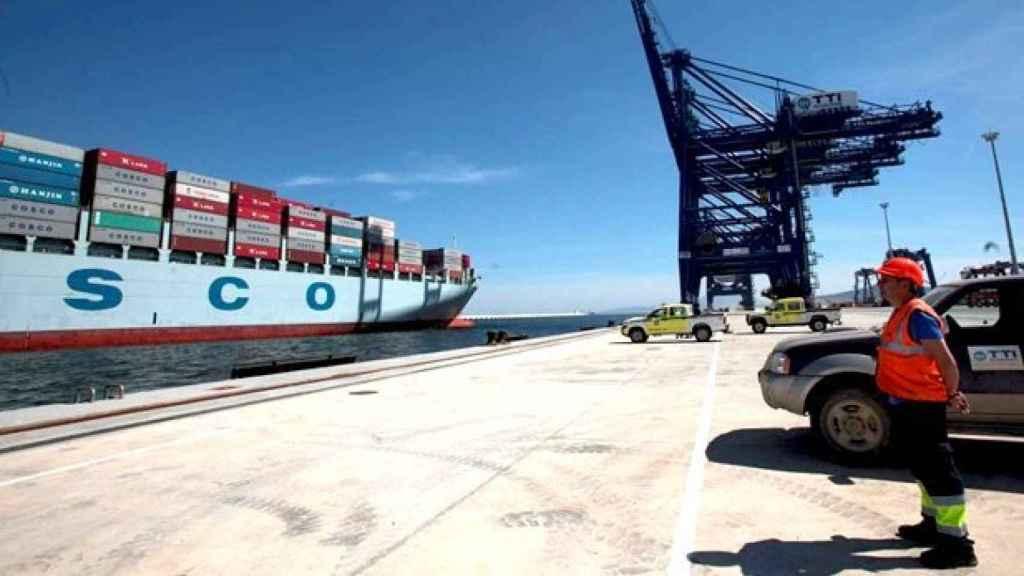 Estibadores a la espera en un puerto español, en una imagen de archivo.