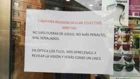 El cartel que protesta con mucha sorna contra las decisiones del colectivo arbitral en Málaga.