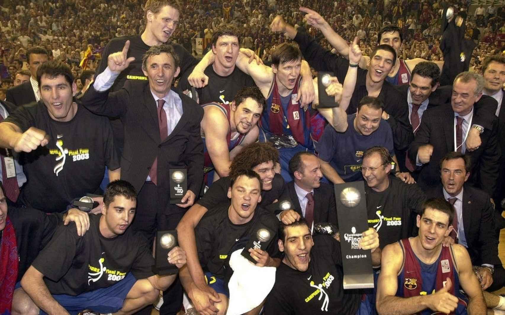 El Barça campeón de la Euroliga en 2003 (de la Fuente en primer término abajo).