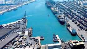 Imagen aérea de los muelles del puerto de Barcelona.