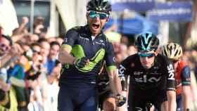 Alejandro Valverde celebra el liderato.