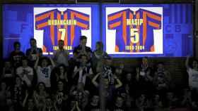 La camiseta de Urdangarin luce junto a la de Masip en el Palau Blaugrana.