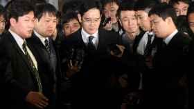 El heredero del imperio Samsung, Lee Jae-yong, después de declarar ante la Justicia.