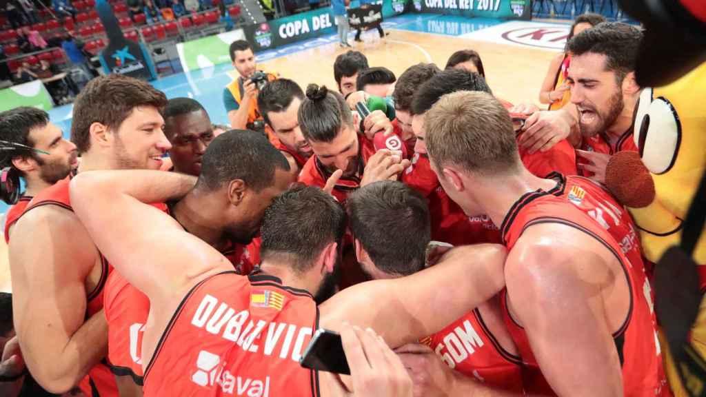 La cultura del esfuerzo del Valencia Basket tuvo premio ante el Barça.