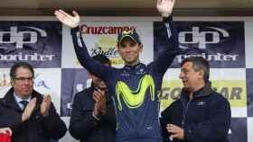 Valverde celebra su victoria en la Vuelta a Andalucía.