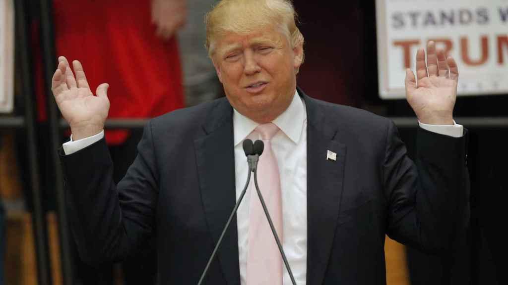 Trump y su equipo llaman a los medios deshonestos y mentirosos mientras afirman mentiras.