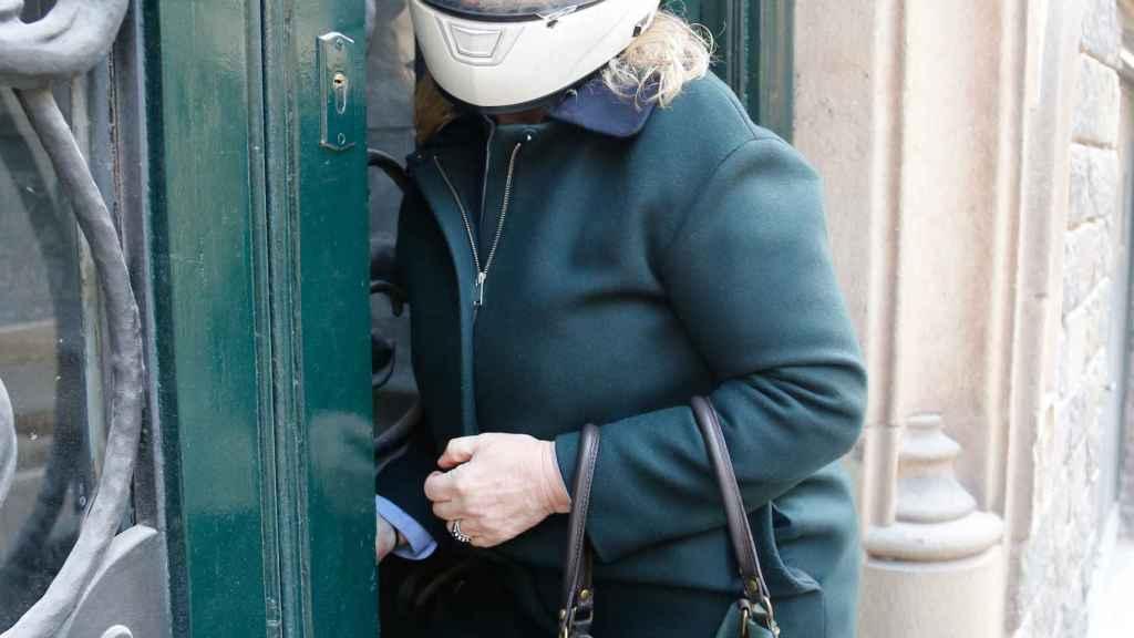 Ana Urdangarin, este martes a las puertas de su casa, en Barcelona
