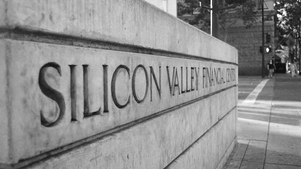Un rótulo de un centro de finanzas en Silicon Valley.