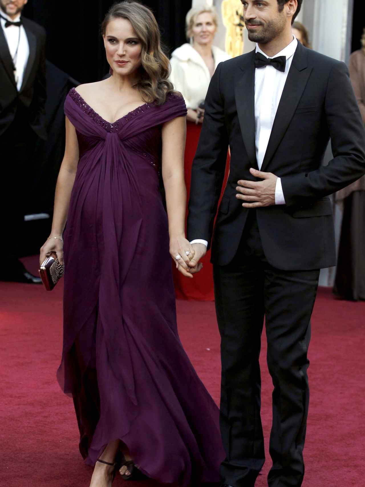 Natalie Portman y su marido Benjamin Millepied en los Oscar de 2011.