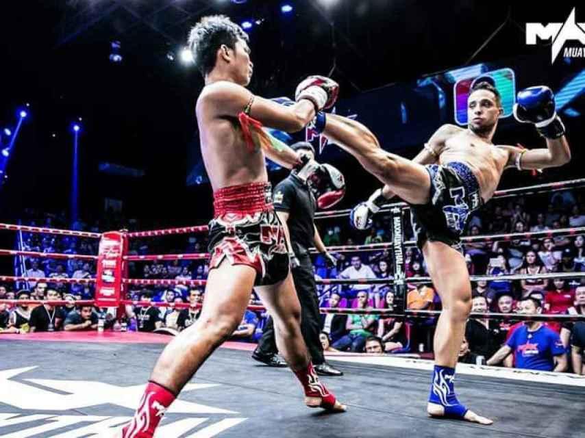 Sebastián Vargas en uno de sus combates de Muay Thai.