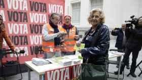Manuela Carmena en el momento de la votación.