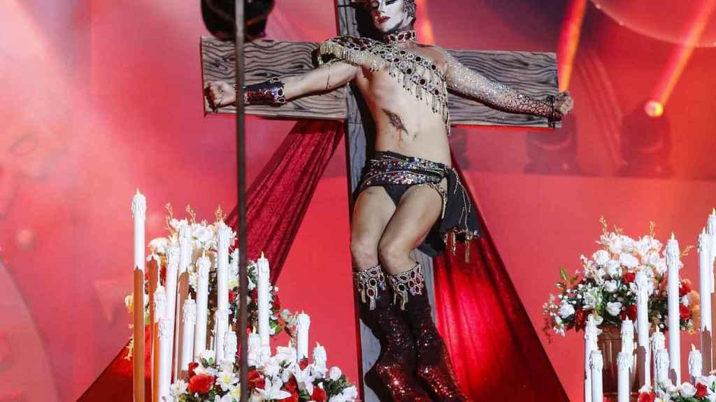 Drag Sethlas, representando la crucifixión en el carnaval de Las Palmas, también desató la polémica