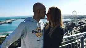 Pablo Raez y su novia en una romántica instantánea.