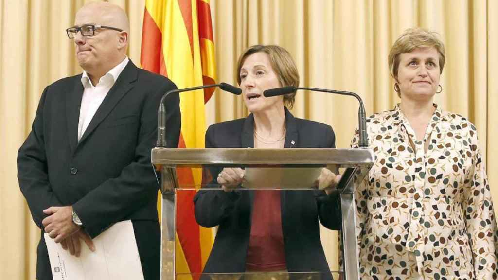 Lluis Corominas, Carme Forcadell y Anna Simó en un acto del Parlament.