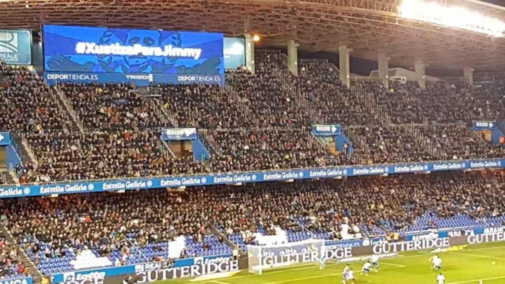 El vídeomarcador de Riazor al inicio del encuentro ante el Atlético.