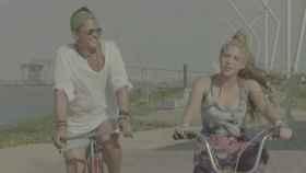 Fotograma del vídeo de La bicicleta.
