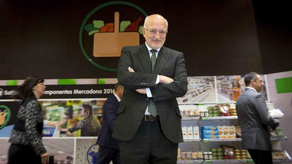 El presidente de Mercadona, Juan Roig, durante la presentación hoy de los resultados de la compañía de 2016 y las previsiones para el presente año.