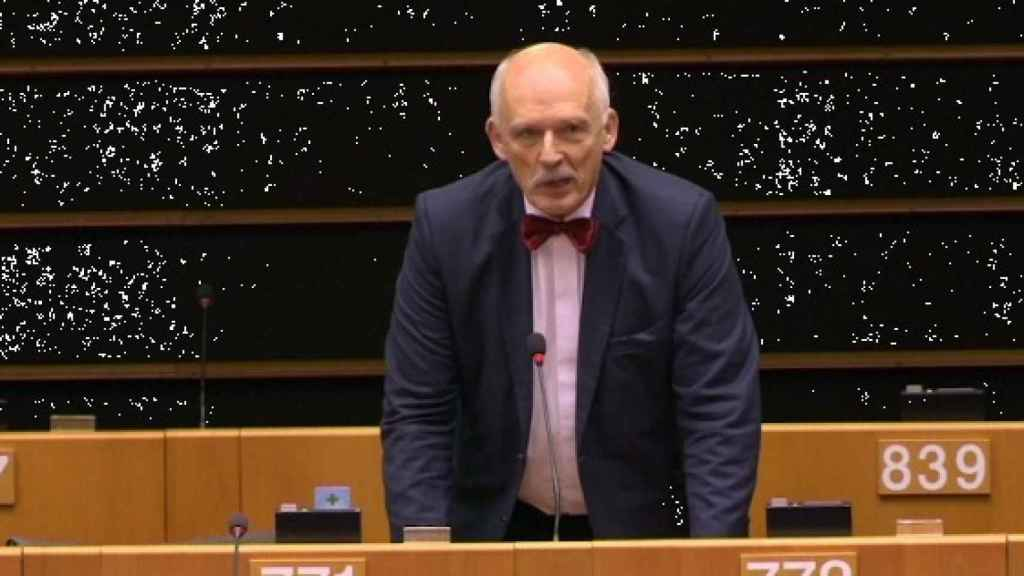 El eurodiputado polaco aboga por la monarquía absoluta como forma de gobierno.