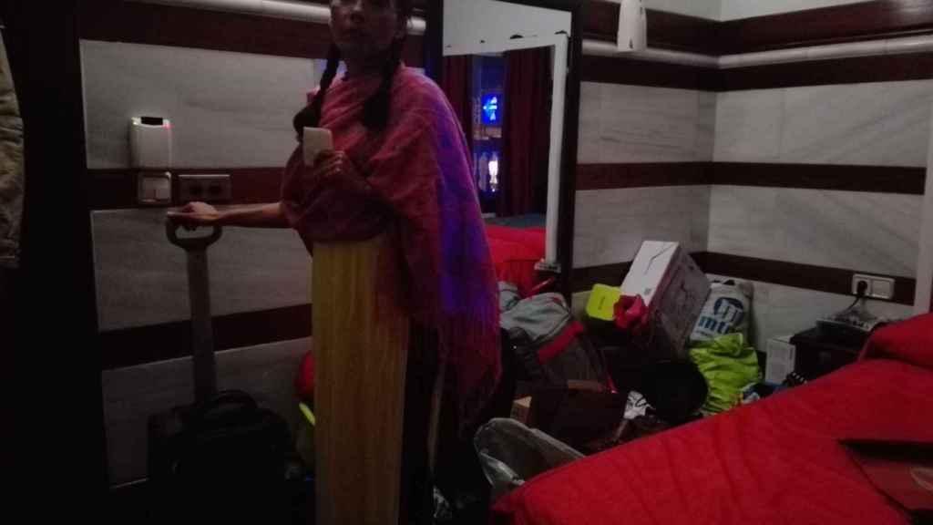 Evelyn Rochel se ha atrincherado en la habitación 113 del club de alterne en el que trabaja
