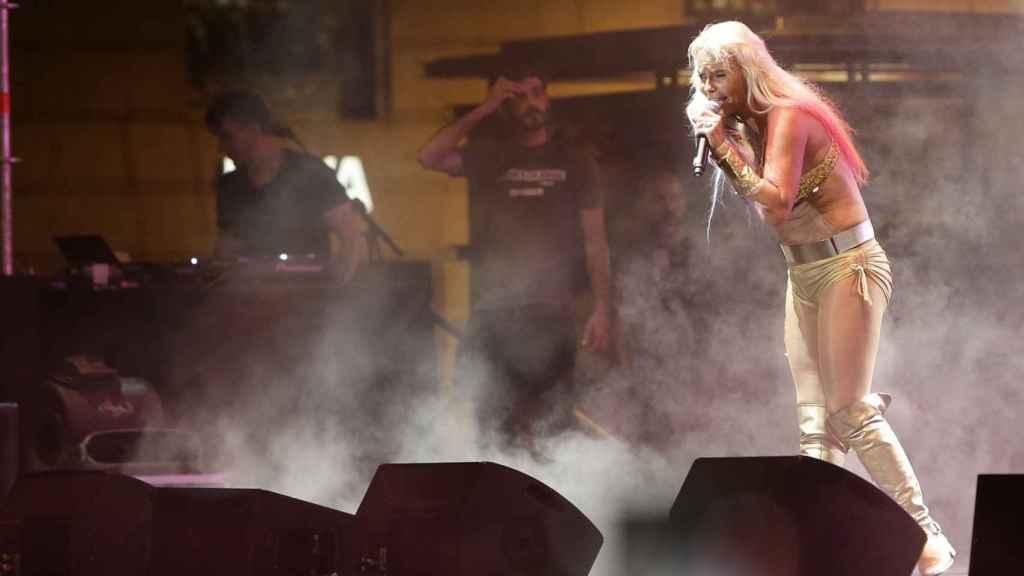 Leticia Sabater en pleno concierto en las fiestas del Orgullo Gay de Madrid 2016.