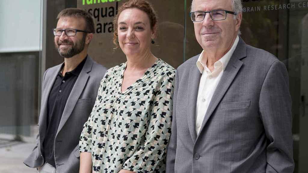 Cristina Maragall acompañada de miembros de la Fundación que creó su padre