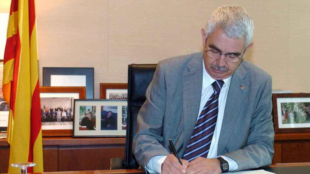 Entonces presidente de la Generalitat, Pasqual Maragall firma la convocatoria de elecciones en 2006
