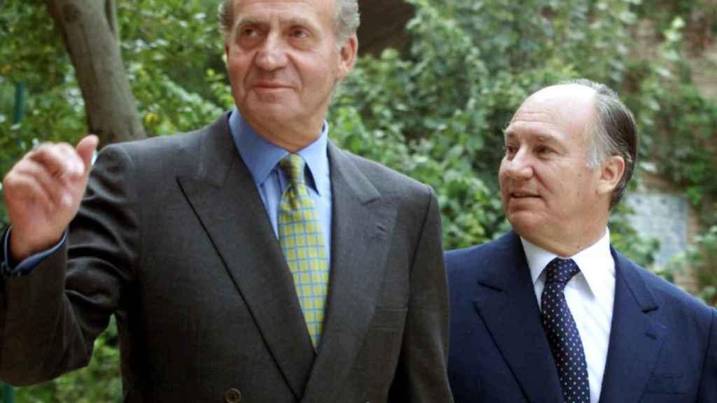 El Aga Khan, junto al rey Juan Carlos (izda).