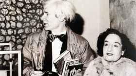 Maruja Mallo con Andy Warhol.