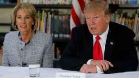 Trump, durante un acto en un centro educativo, este viernes.