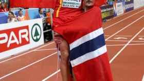 Adel Mechaal celebra su título europeo en Belgrado.