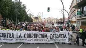 Miles de personas han pedido la dimisión del presidente murciano.