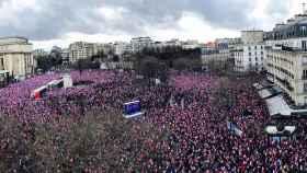 Miles de personas han salido a la acalle para apoyar a Fillon este domingo en París