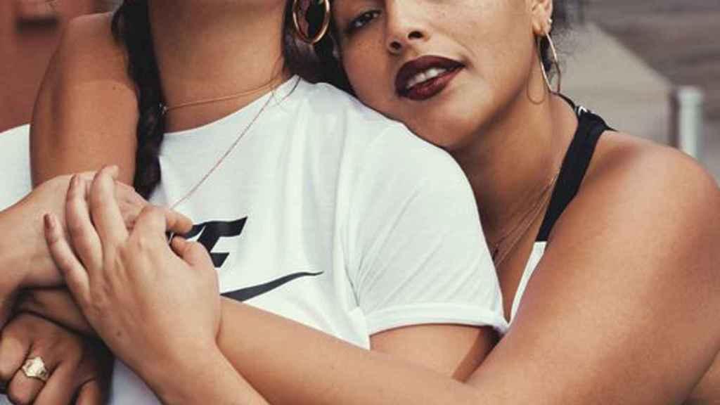 Danielle Vanier y Paloma Elsesser para la nueva campaña plus size de Nike.    Foto: Cortesía de Nike.
