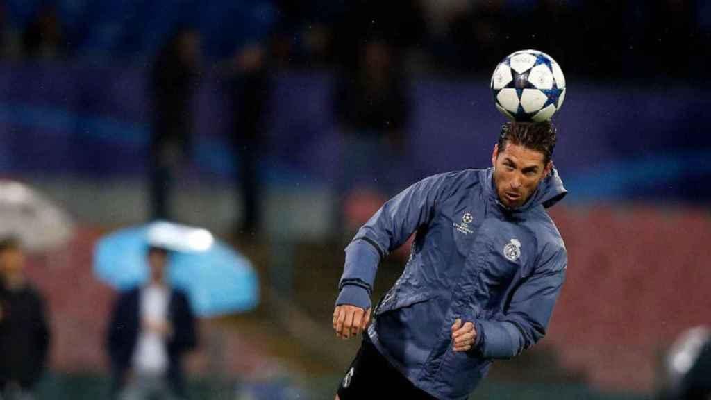 Sergio Ramos con el balón en el entrenamiento. Foto: Twitter: (@SergioRamos)