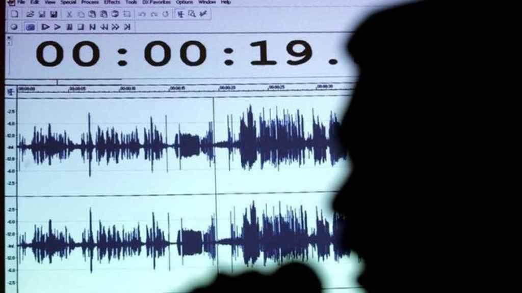 Un ordenador registra una escucha telefónica
