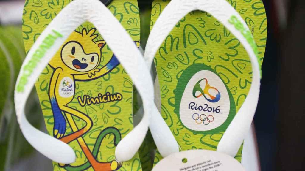 Las chanclas olímpicas, en una tienda oficial de Río 2016.