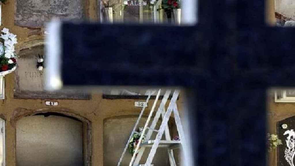 Los nichos de un cementerio.