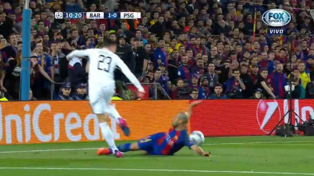 Momento del penalti de Mascherano.
