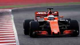 Alonso, durante la sesión matinal en Montmeló.