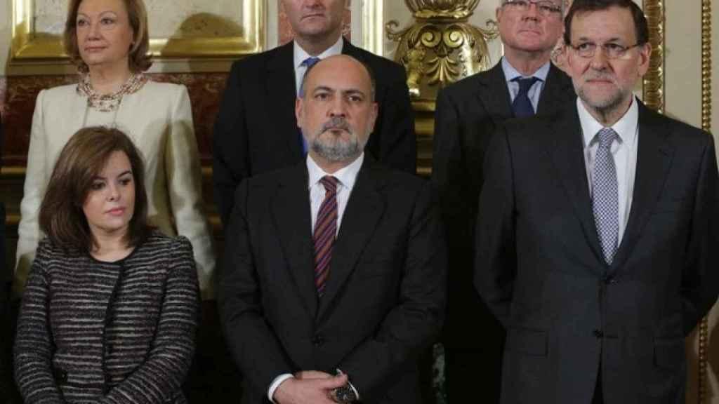 Sáenz de Santamaría, junto al presidente del TC y el presidente del Gobierno