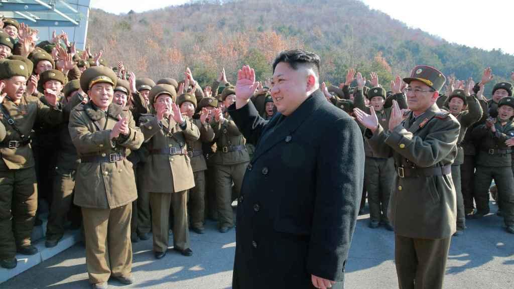 Kim Jong-un supervisa el lanzamiento de misiles balísticos. Imagen sin fechar publicada por la Agencia Central norcoreana esta semana.