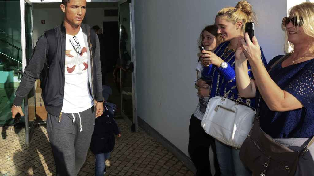 Cristiano Ronaldo, en el aeropuerto de Funchal.