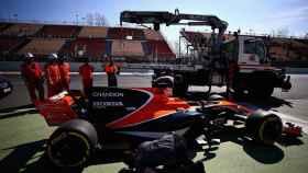 El McLaren se queda 'tirado' de nuevo y provoca una bandera roja en pista