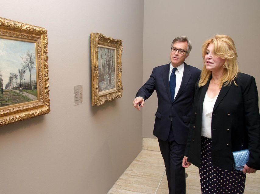 Guillermo Solana y Carmen Cervera, en la exposición de Camille Pissarro, en 2013.